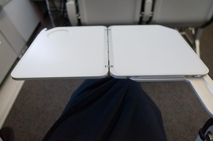 機内テーブル