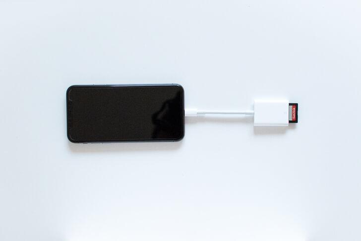 SDカードカメラリーダーを接続