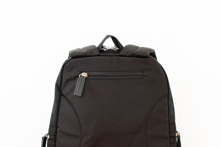 メトロ背面のポケット