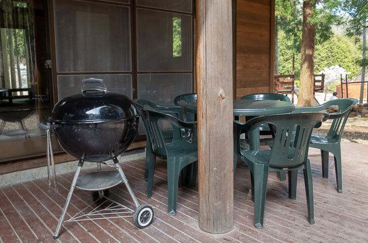 コテージ BBQコンロとテーブル