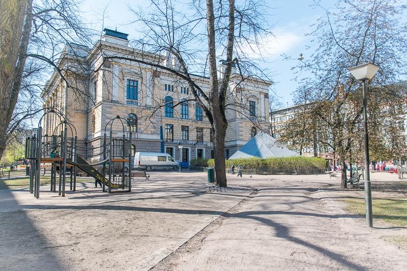 ヘルシンキ大聖堂近くの公園