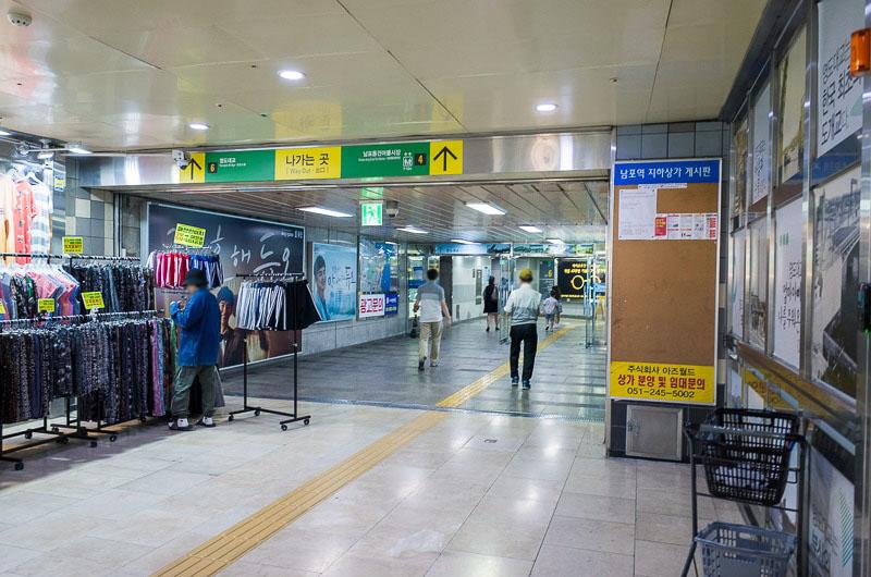 南浦洞駅の出口