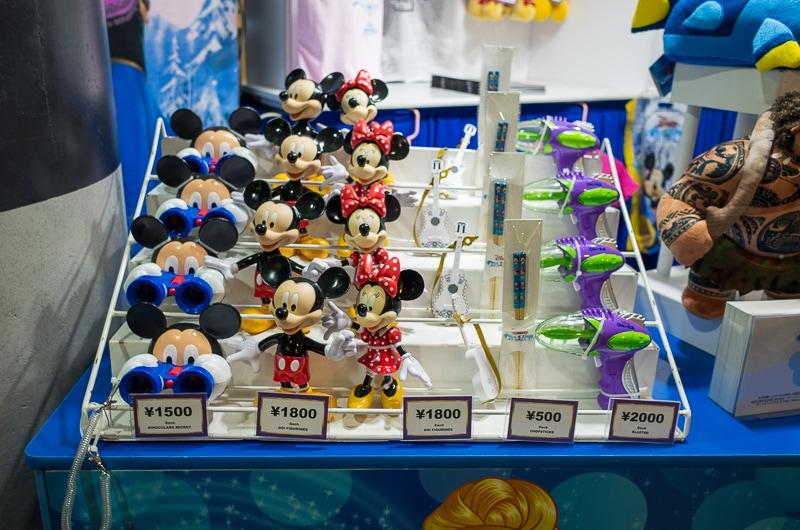 ミッキーやミニーの人形