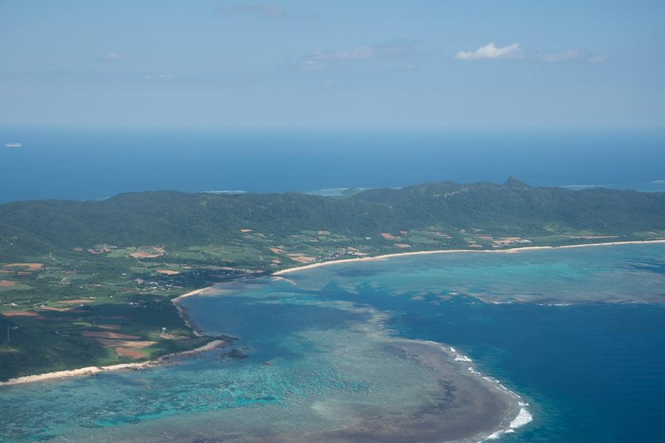 沖縄の上空からみた海