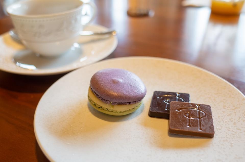 ピエールエルメのマカロンとチョコレート
