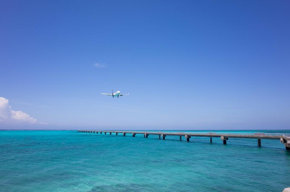 17ENDに着陸する飛行機